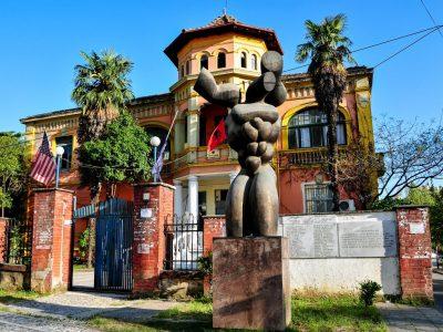Monumento degli Ex-Perseguitati Politici, Tirana