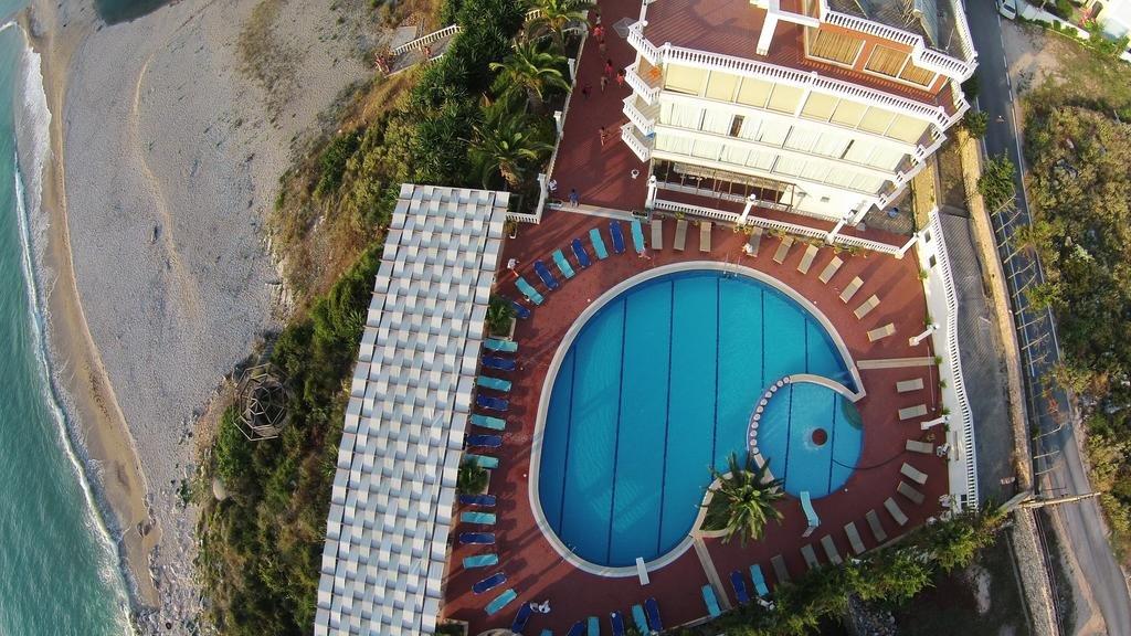 *Hotel Dodona