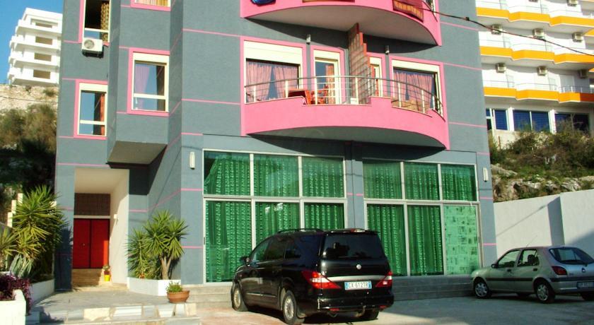 Globus Apartments